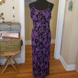 VTG Blk & Purple 90s Flirty Floral Maxi😍
